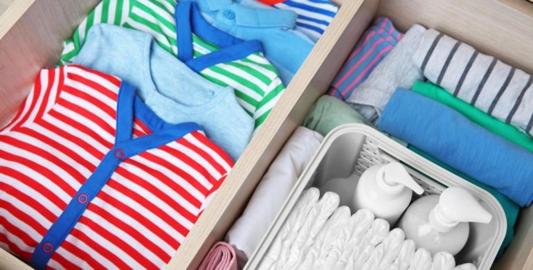 como guardar la ropa del bebé para que no se estropee